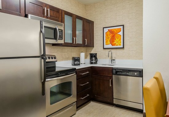 Residence Inn Chattanooga Downtown: Two Bedroom Suite Kitchen