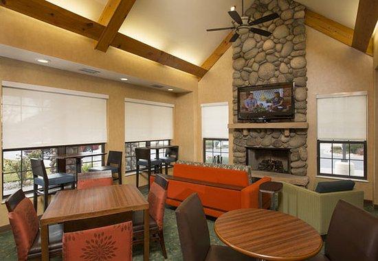 Residence Inn Durango: Lobby Sitting Area
