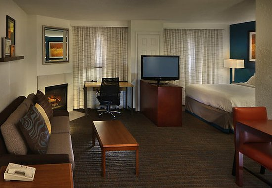 Residence Inn Danbury : Queen Suite with Fireplace