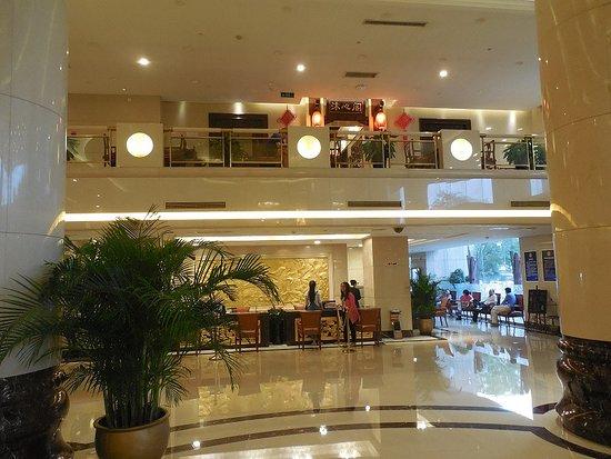 Jinlongtan Hotel: И при этом нужно поискать говорящего не только на китайском.