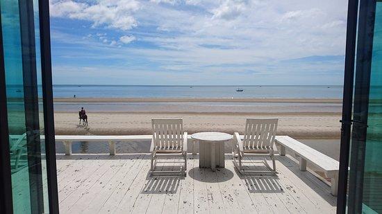 Let's Sea Hua Hin Al Fresco Resort: restaurant facing the sea