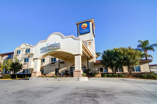 Comfort Inn & Suites Near Temecula Wine Country: Exterior