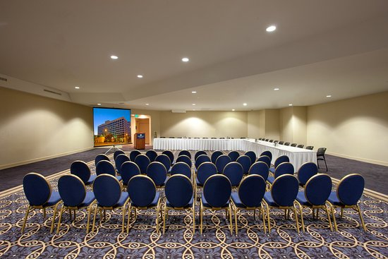 Crowne Plaza Los Angeles Harbor Hotel: High Ceiling (12 ft) with Recess Natural Lighting