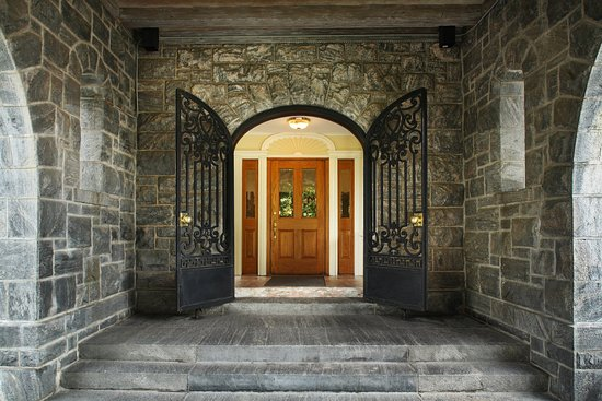 Tarrytown House Estate on the Hudson: Tarrytown_Wedding_BiddleEntrance
