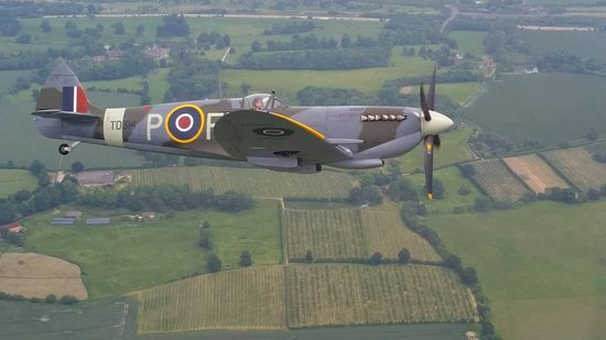 Headcorn, UK: Flying with the Spitfire
