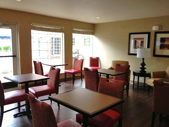 Extended Stay America - Boston - Peabody: Breakfast Room
