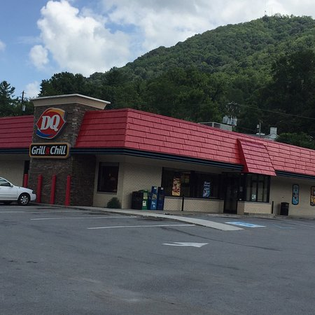 Pineville, KY: Diary Queen is a great meeting place as well as a Great place to eat . Lucille