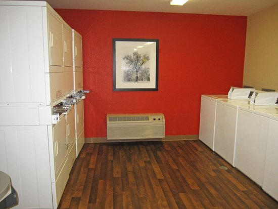 Stevenson Ranch, CA: On-Premise Guest Laundry