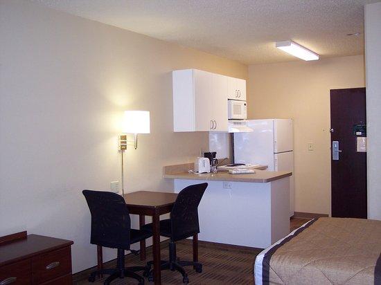 Peoria, IL: Studio Suite - 2 Double Beds