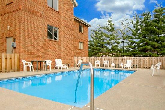 Extended Stay America - Cincinnati - Blue Ash - Reagan Highway : Swimming Pool