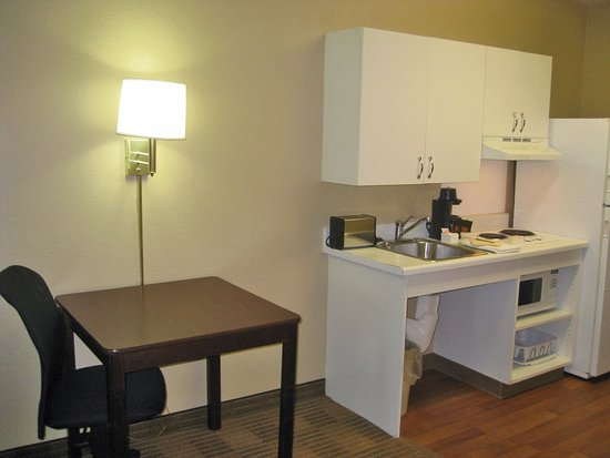 Extended Stay America - Pensacola - University Mall: Fully-Equipped Kitchens