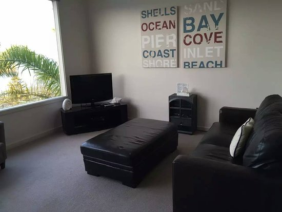 The Bluff Resort Apartments: The living room~