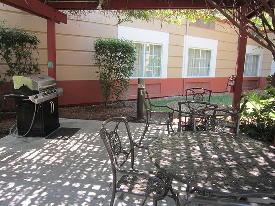 Extended Stay America - Pleasanton - Chabot Dr.: Picnic Area