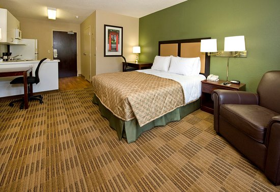 Extended Stay America - Newark - Woodbridge: Studio Suite - 1 Queen Bed