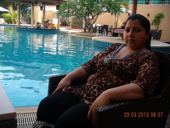 Nova Park Hotel Pattaya: pool is good with fantastic rope slop ride