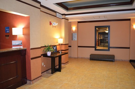 Holiday Inn Express & Suites Rolla: Hotel Lobby