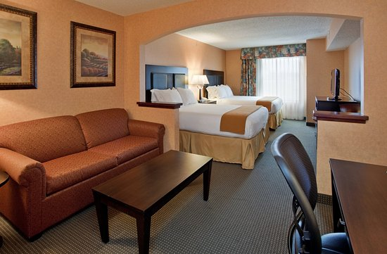 Holiday Inn Express & Suites Rolla: Suite
