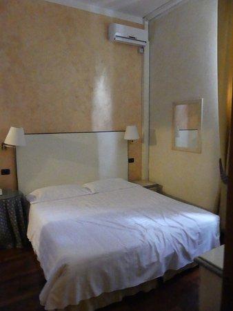 Hotel Gattapone: Vue de la chambre