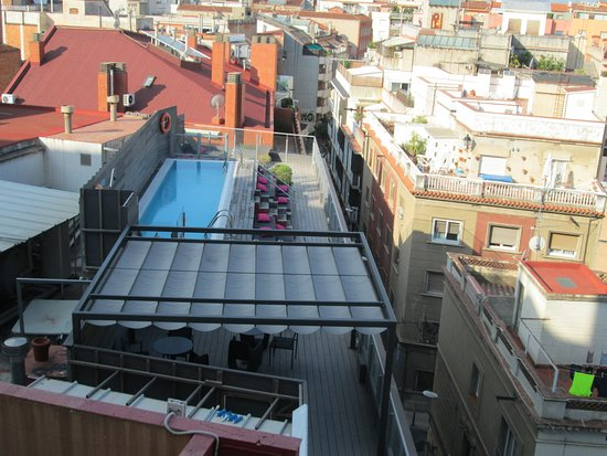Hotel Catalonia Barcelona 505: la piscine de l'hôtel