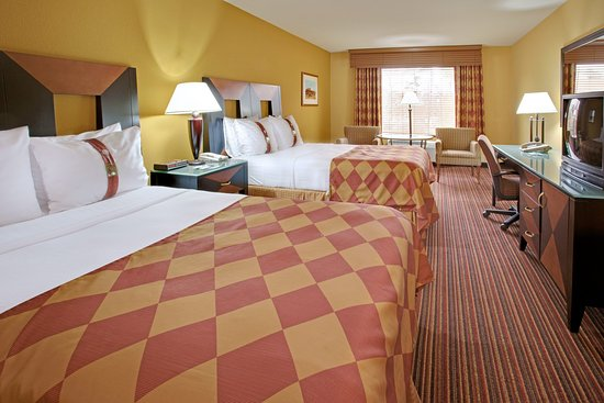 Holiday Inn Houston Intercontinental Airport: Get a restful night sleep in our Double Bed Guest Room