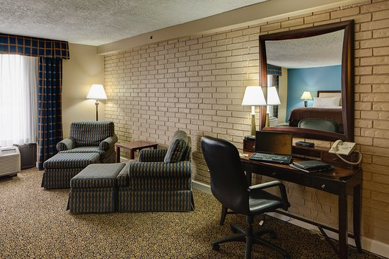 Countryside, IL: Junior Suite