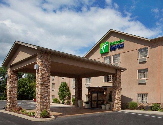 Holiday Inn Express Mt. Pleasant-E Huntingdon: Hotel Exterior