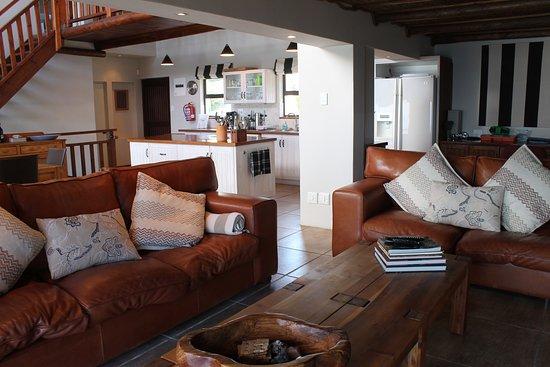 De Kelders, Südafrika: Lounge & kitchen area