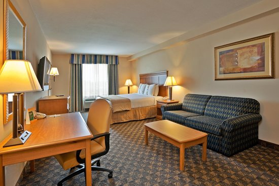 Holiday Inn Hotel & Conference Center: Valdosta, GA Holiday Inn Executive King Bed Guest Room
