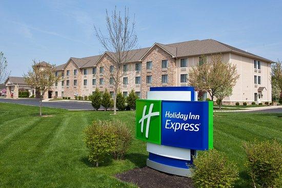 Holiday Inn Express Logan : Hotel Exterior