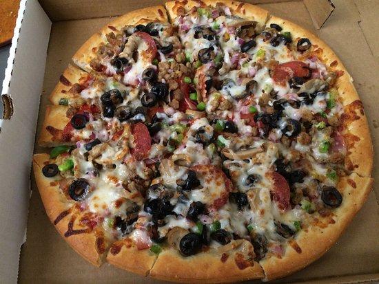 Goodfella's Pizzeria: The BOSS pizza is SO delicious!!!