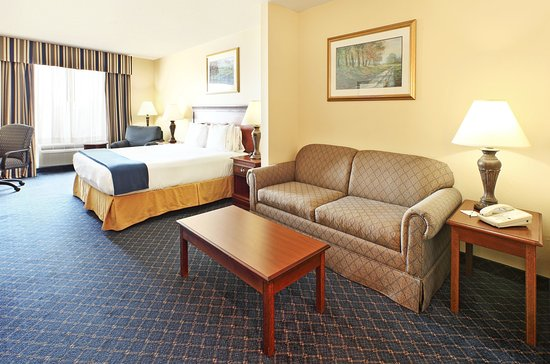 Holiday Inn Express Hotel & Suites - Mountain Home: Suite