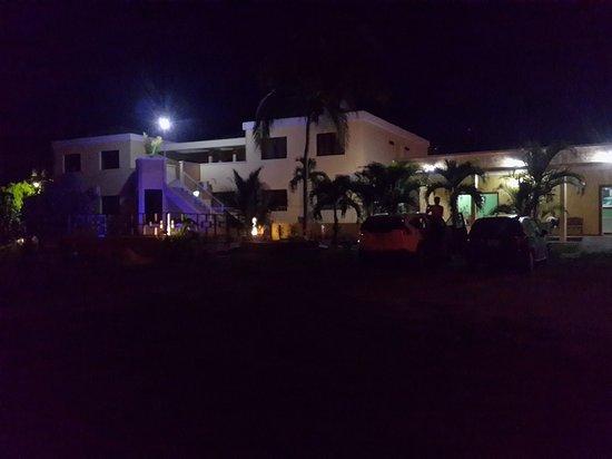Hotel Santa Lucia Comayagua: Hotel Santa Lucia desde el estacionamiento