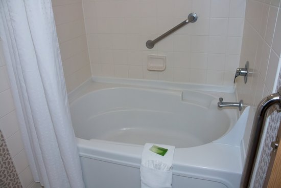 Holiday Inn Express & Suites Elko Garden tub