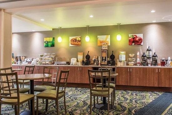 Quality Inn Bedford : Breakfast