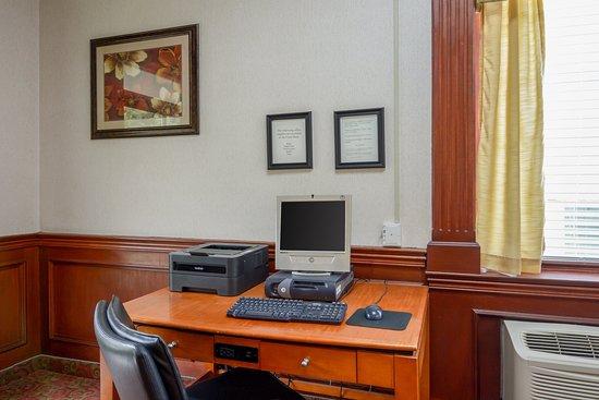 Front Royal, VA: Business Center