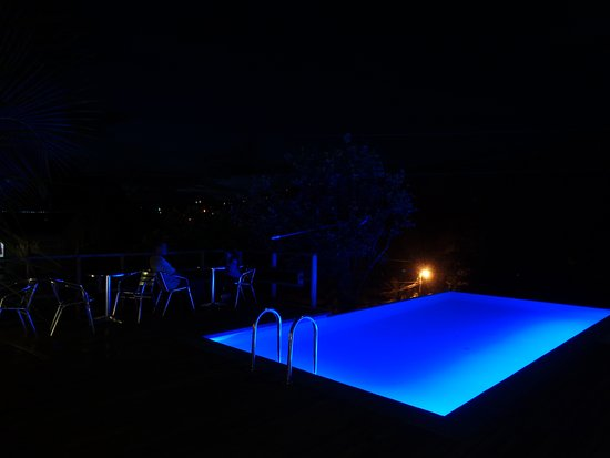 Hotel Santa Lucia Comayagua: Piscina de noche hotel Santa Lucia