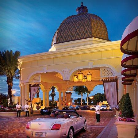 Sunny Isles Beach, FL: Acqualina Resort Entrance