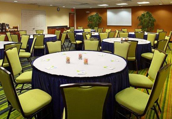 Fairfield Inn & Suites Phoenix Midtown: Cardinal Meeting Room - Banquet Setup