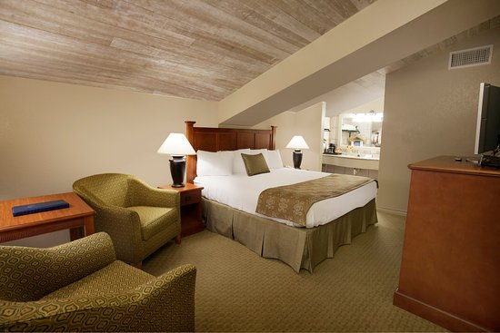 Inn of the Hills Hotel & Conference Center: Casa King Room