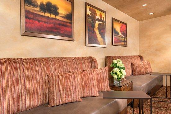 Ayres Suites Corona West: Breakfast Room