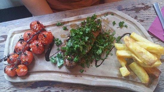 The Blacksmiths Head: Steak and Chips - brilliant