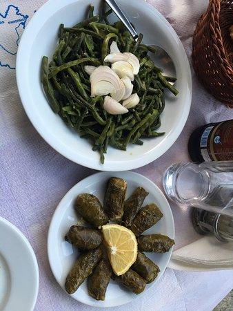 Kafenio Tis Kyra Lenis / Το Παραδοσιακό Καφενείο της Κυρά Λένης