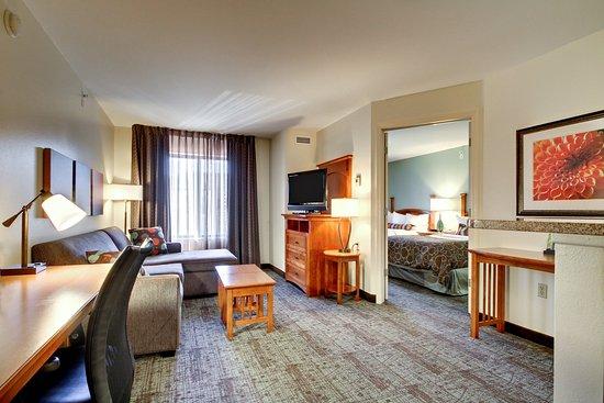 Staybridge Suites Middleton / Madison: Guest Room