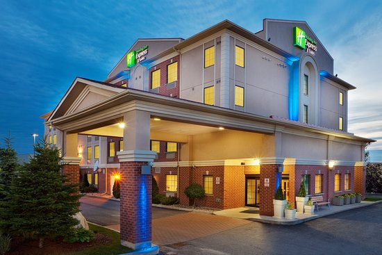Holiday Inn Express Barrie: Hotel Exterior