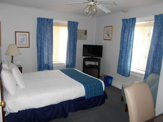 Pictou, كندا: Harbour view, queen bed