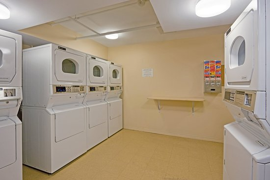 Candlewood Suites Montreal Centre-Ville : Laundry Facility