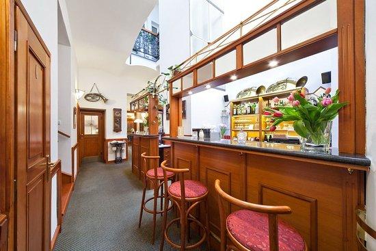 Hotel 16: Bar/Lounge