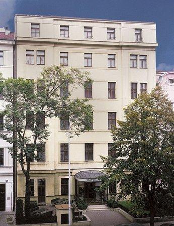 Hotel Lunik: Exterior View