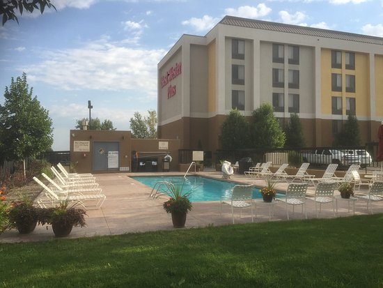 BEST WESTERN PLUS Denver Tech Center Hotel: Sunny day at the outdoor heated pool