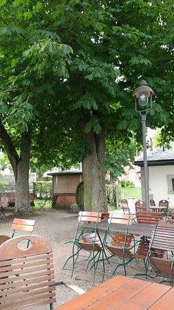 Schanke Zur Alten Wache: Pleasant place to sit while drinking your warm beer.